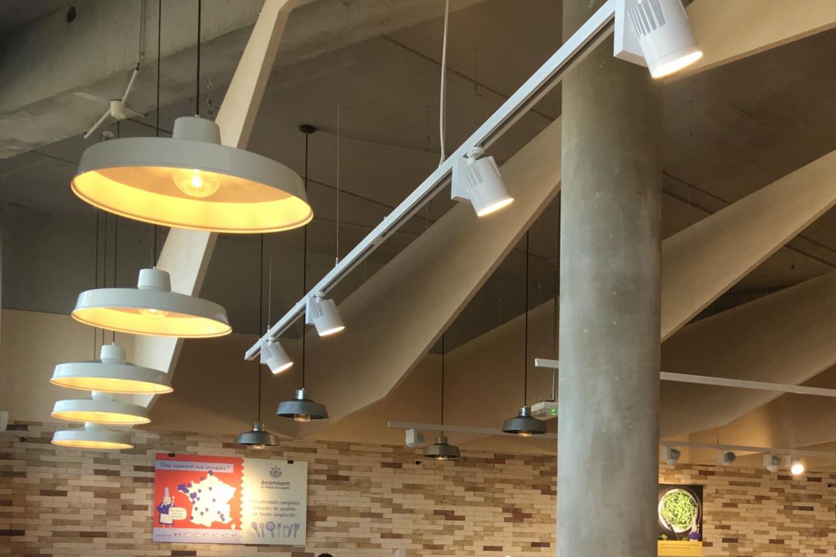 vue sur les plafonniers LED