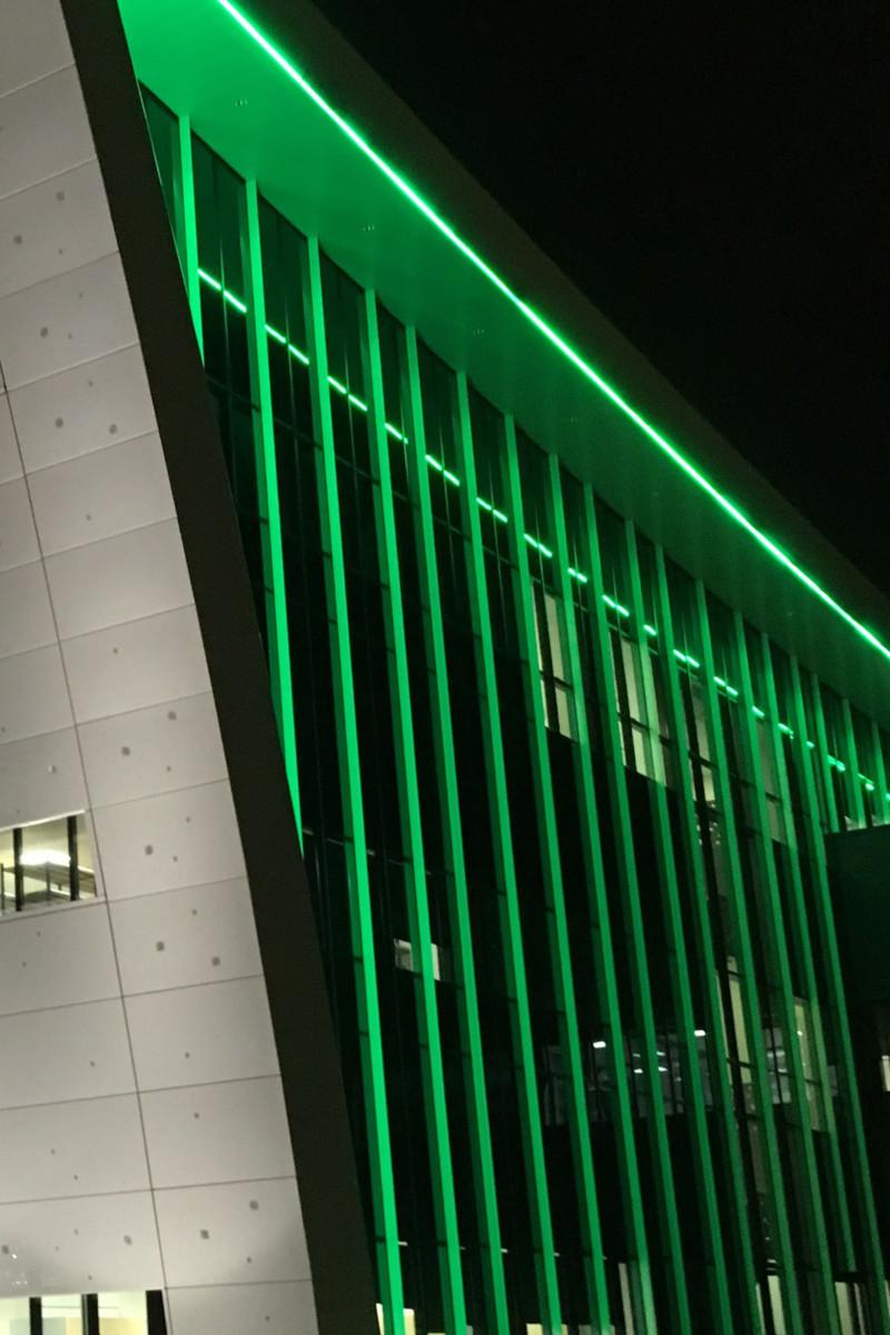 zoom sur la structure lumineuse LED du bâtiment